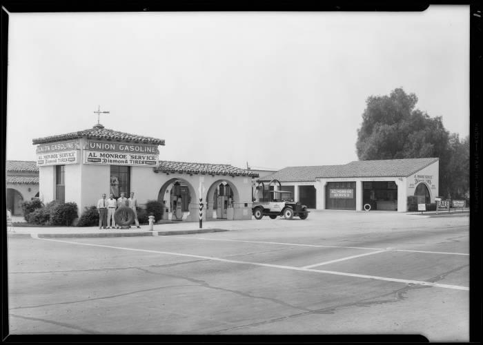 Al_Monroe_station_in_North_Hollywood_Lankershim_Boulevard__Victory_Boulevard_Los_Angeles_CA_1930_image_1
