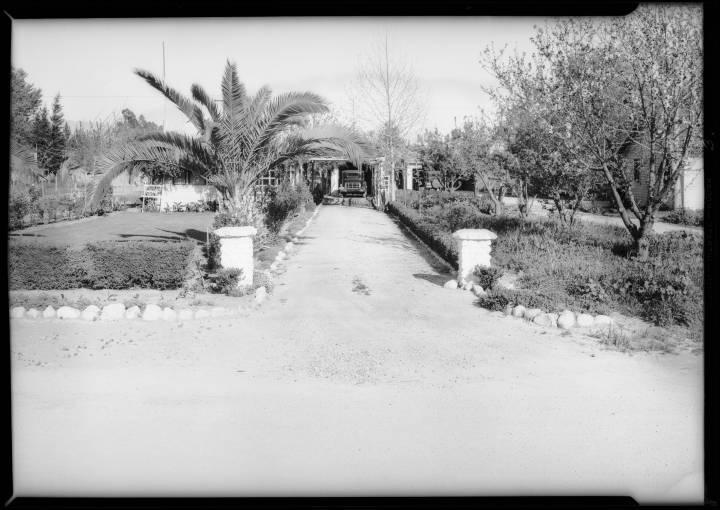 Driveway_entrance_residence_of_George_King_7140_Van_Nuys_Boulevard_Van_Nuys_CA_1932_image_3