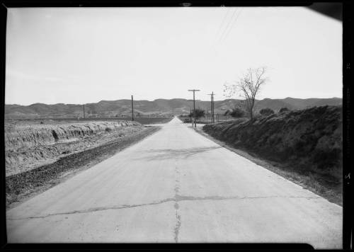 Intersection_of_Riverside_Drive_and_Woodman_Avenue_near_Van_Nuys_Los_Angeles_CA_1932_image_1
