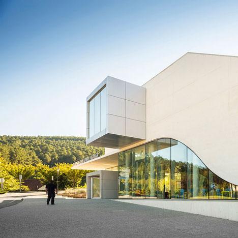 The-Centro-de-Artes-Nadir-Afonso-by-Louise-Braverman_dezeen_1sq