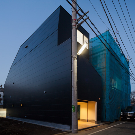 House-in-Fukasawa-by-LEVEL-Architects_dezeen_3sqa
