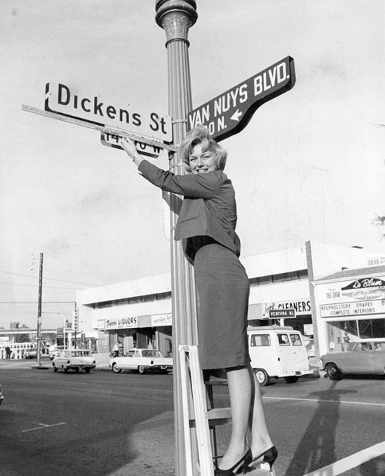 3/4/64: New road signs in Los Angeles?