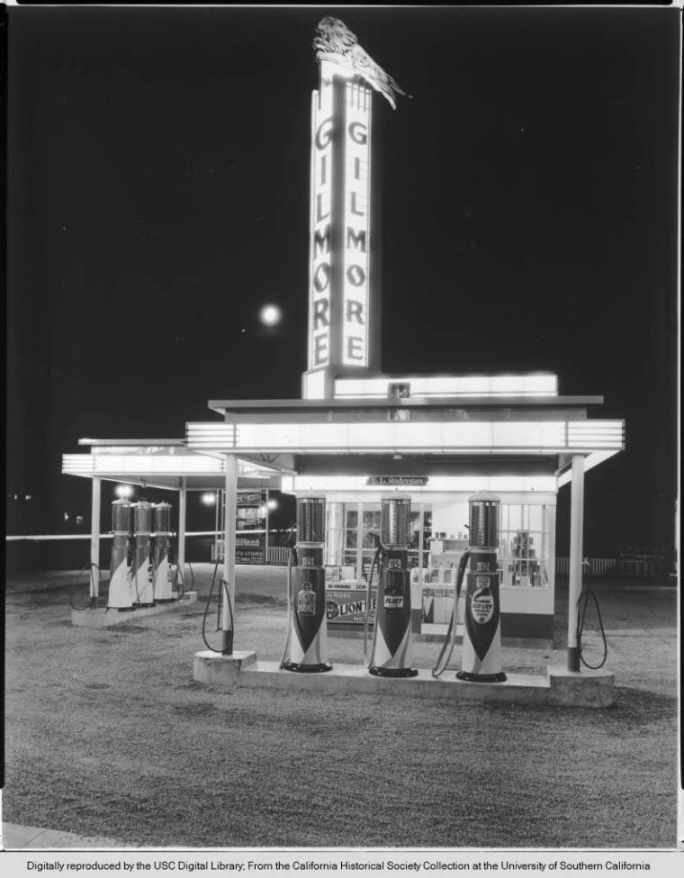Exterior_view_of_a_Gilmore_gas_station_in_an_unidentified_location_sd