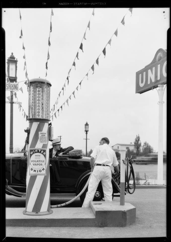 Filling_car_with_Volatile_Vapor_streamers_from_pump_to_sky_Southern_California_1931_image