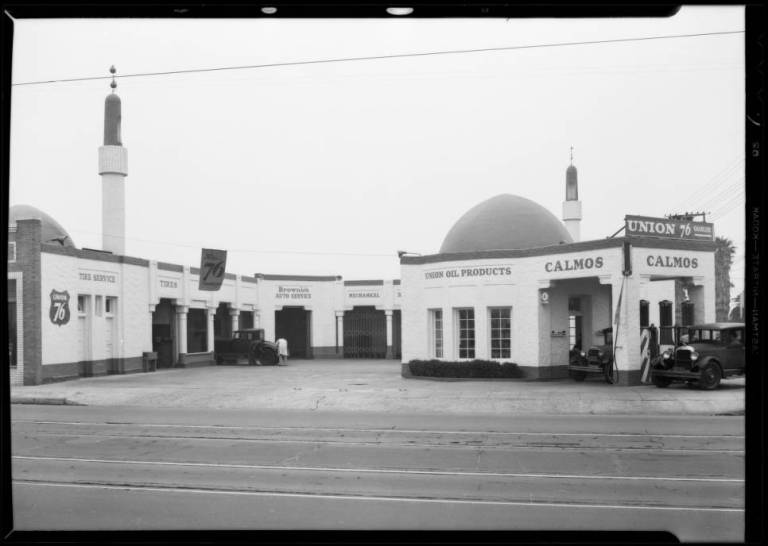 Service_station_North_Alexandria_Avenue__Hollywood_Boulevard_Los_Angeles_CA_1932_image_1
