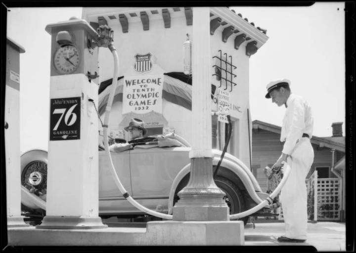 Union_Oil_station_Southern_California_1932_image