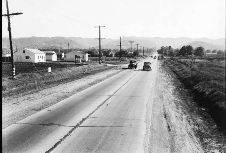View_of_Sepulveda_Boulevard_looking_south_from_Magnolia_Boulevard_before_improvement_November_21_1939
