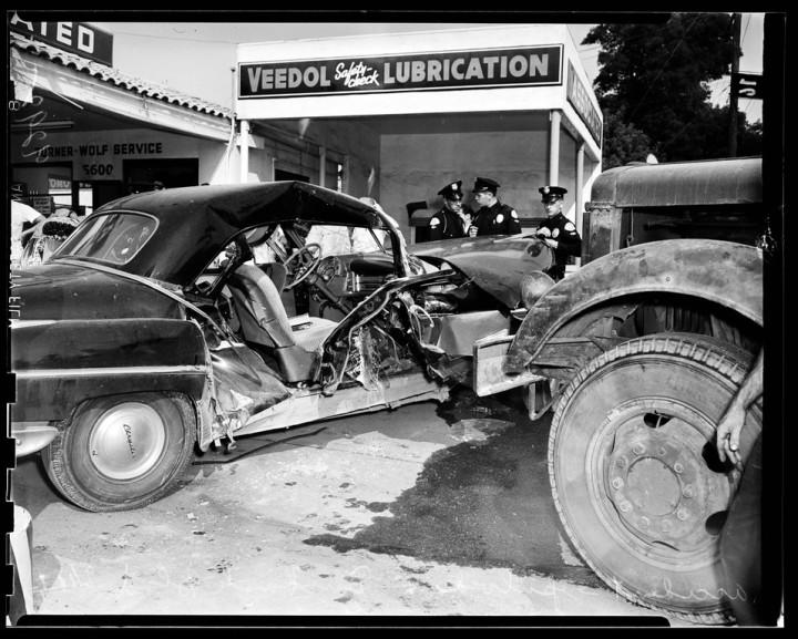 9 18 51 Truck Car Accident Sepulveda at Burbank
